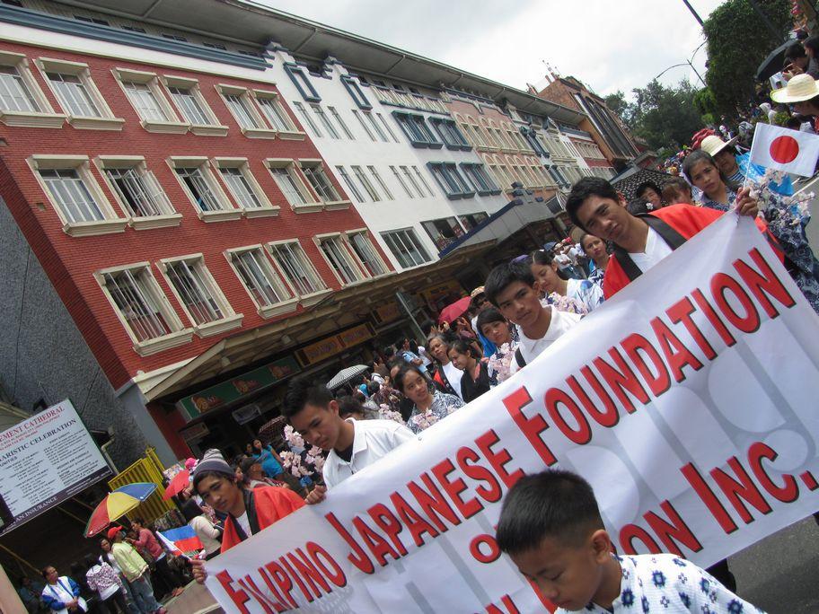 Baguio Day Parade 2013 フィリピン・バギオ市制104周年記念 コスプレ・パレード_a0109542_14381262.jpg