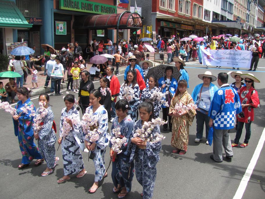 Baguio Day Parade 2013 フィリピン・バギオ市制104周年記念 コスプレ・パレード_a0109542_1439643.jpg
