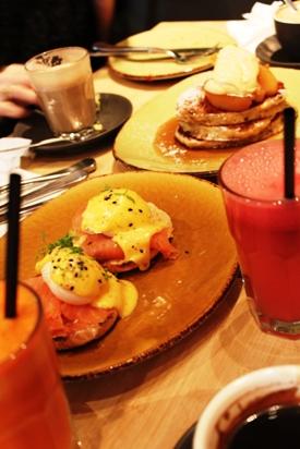 カフェの朝食☆食材見学☆ハッピーディナー☆_a0154793_22505762.jpg