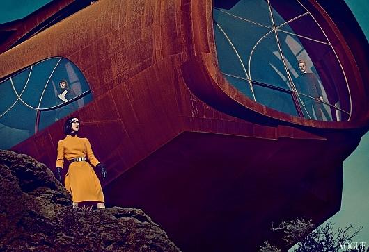 ファッション誌ヴォーグ最新号「未来的なガジェット」特集にGoogle Glass登場_b0007805_22301819.jpg