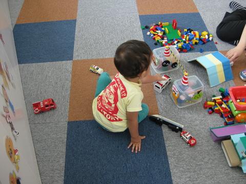 車のおもちゃで遊ぼう✿_b0228113_15244917.jpg