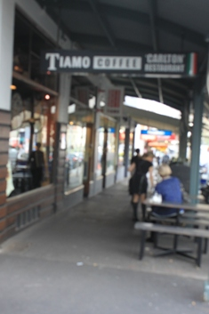メルボルン、イタリア人街ライゴンストリート☆_a0154793_15392585.jpg
