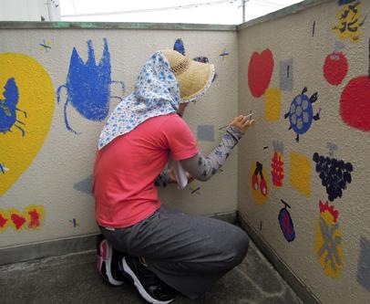 壁画を描こう!「3びきのかめ・1まんねんのぼうけん!」⑬_f0247351_924698.jpg
