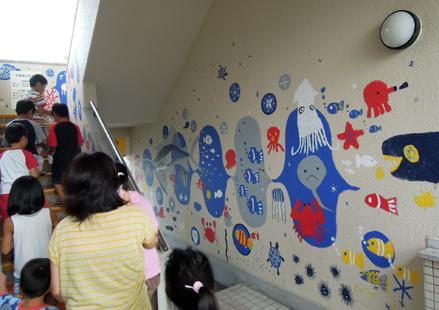 壁画を描こう!「3びきのかめ・1まんねんのぼうけん!」⑬_f0247351_9381992.jpg