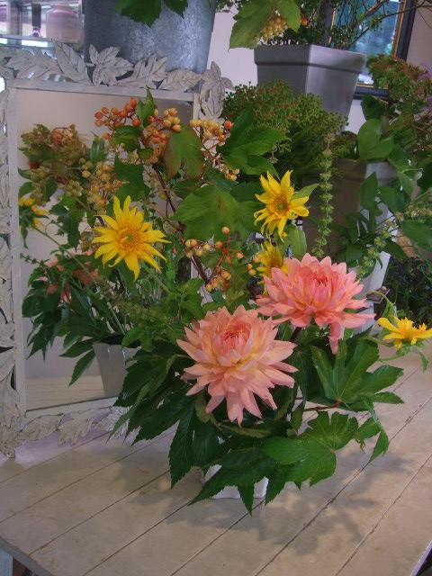 オークリーフ花の教室(赤地さんと宮原さんの作品)_f0049672_11432127.jpg