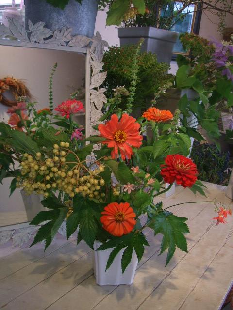 オークリーフ花の教室(赤地さんと宮原さんの作品)_f0049672_11491686.jpg