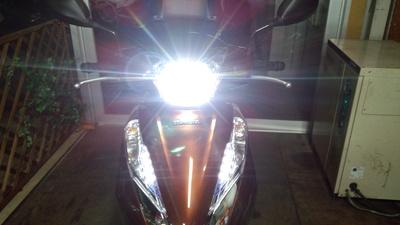 LEAD125にLEDヘッドライト!_e0114857_8471223.jpg