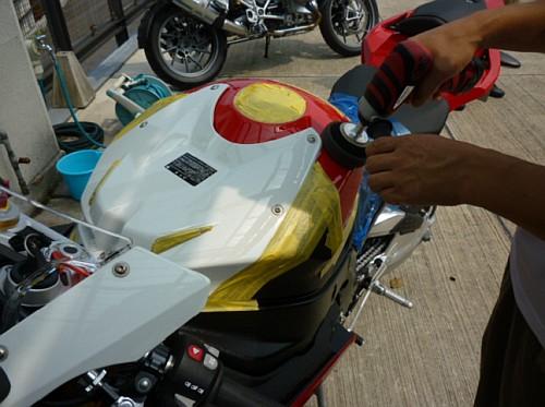 大切なバイクには、セラミックコーティングなど如何でしょう・・・・。_e0254365_17143876.jpg