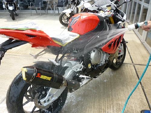 大切なバイクには、セラミックコーティングなど如何でしょう・・・・。_e0254365_17254895.jpg