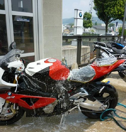 大切なバイクには、セラミックコーティングなど如何でしょう・・・・。_e0254365_1730599.jpg