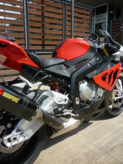 大切なバイクには、セラミックコーティングなど如何でしょう・・・・。_e0254365_1736577.jpg
