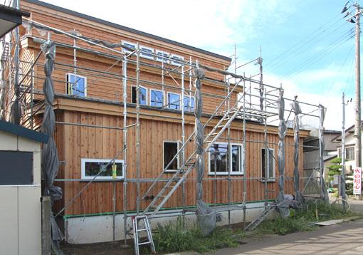 ゼロエネルギーハウス松長布:外壁板貼り完了_e0054299_1043468.jpg