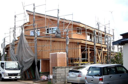 ゼロエネルギーハウス松長布:外壁板貼り完了_e0054299_10505839.jpg