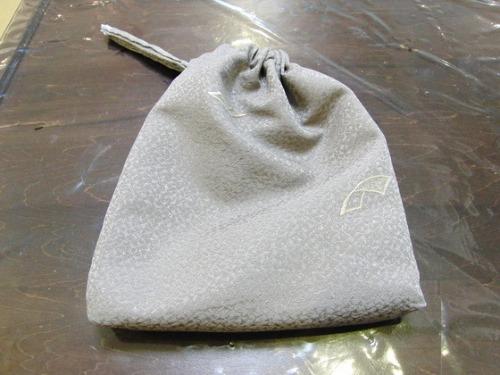 縫いもの ~ ちりめん生地の巾着袋 ~_e0222340_1653342.jpg