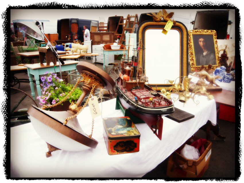 Kempton ParkのSunbury Antique Marketで掘り出し物を探せっ!!_a0266142_19322636.jpg