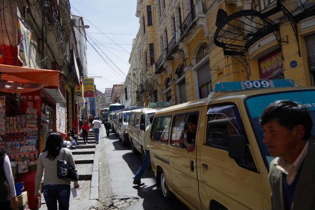 ボリビアの旅(40) 【ラパス】 サガルナガ通りとリナレス通り_c0011649_0125780.jpg
