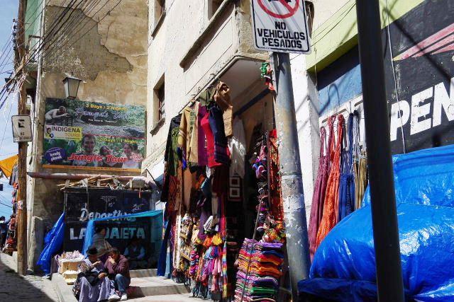 ボリビアの旅(40) 【ラパス】 サガルナガ通りとリナレス通り_c0011649_0321593.jpg