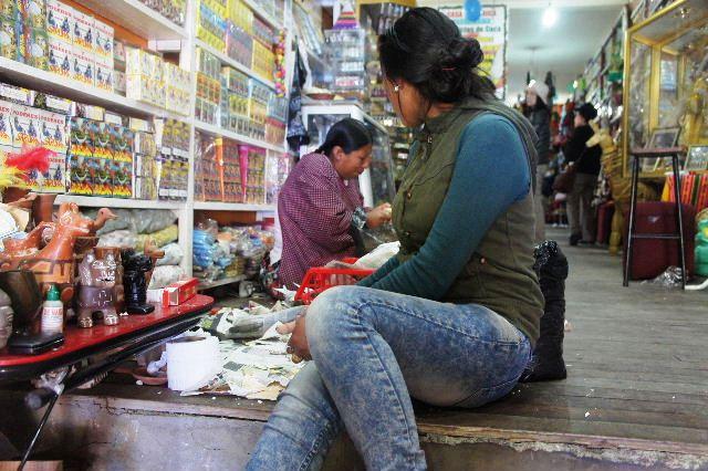 ボリビアの旅(40) 【ラパス】 サガルナガ通りとリナレス通り_c0011649_0401197.jpg