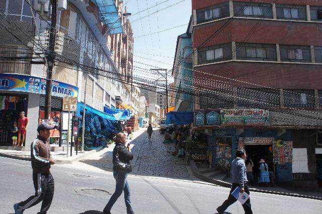 ボリビアの旅(40) 【ラパス】 サガルナガ通りとリナレス通り_c0011649_0561276.jpg