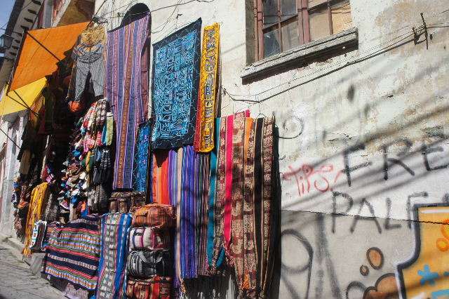 ボリビアの旅(41) 【ラパス】 リナレス通りとラ・カソナでランチ_c0011649_1933362.jpg