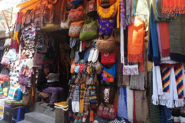 ボリビアの旅(41) 【ラパス】 リナレス通りとラ・カソナでランチ_c0011649_1937635.jpg