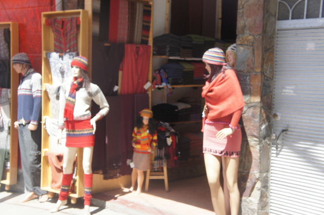 ボリビアの旅(41) 【ラパス】 リナレス通りとラ・カソナでランチ_c0011649_19383898.jpg