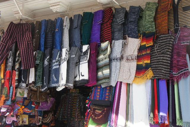 ボリビアの旅(41) 【ラパス】 リナレス通りとラ・カソナでランチ_c0011649_193855100.jpg