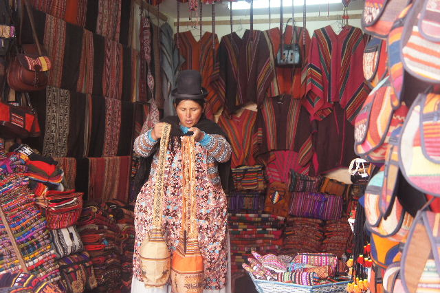 ボリビアの旅(41) 【ラパス】 リナレス通りとラ・カソナでランチ_c0011649_19395647.jpg