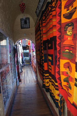 ボリビアの旅(41) 【ラパス】 リナレス通りとラ・カソナでランチ_c0011649_22241861.jpg