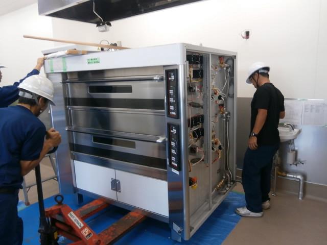 ベーカリー機械搬入_e0206549_11153694.jpg