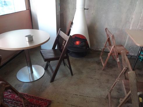 3月 ソウル旅行 その18 カロスキル 手作りケーキの穴場カフェ 「OVER THE COUNTER 」_f0054260_8113663.jpg