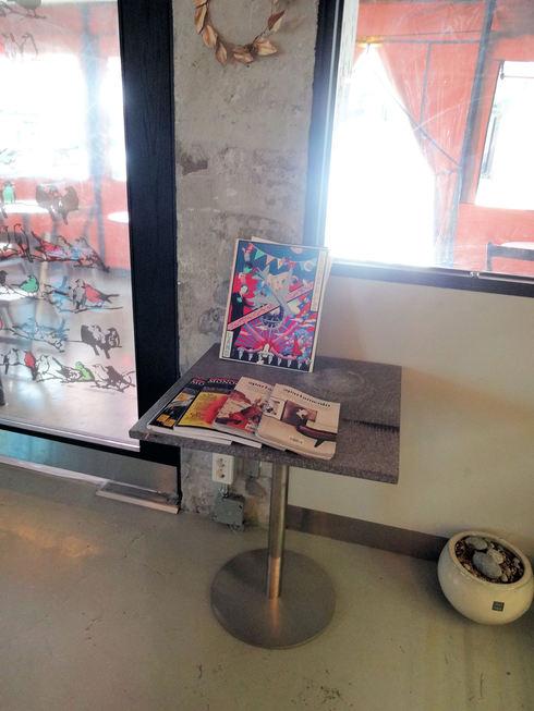 3月 ソウル旅行 その18 カロスキル 手作りケーキの穴場カフェ 「OVER THE COUNTER 」_f0054260_8652.jpg