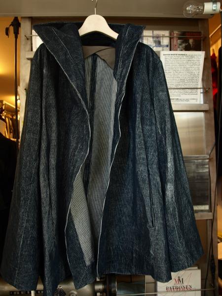 TAKIZAWA NARUMI インディゴ染めフード付きハーフコートです_e0122680_195713.jpg