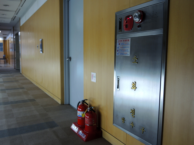韓国の消火栓がゴージャス_e0175918_1442683.jpg