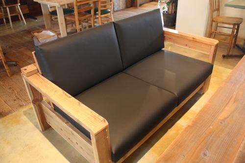 カフェに新しいソファ入りました!_d0237564_14202658.jpg