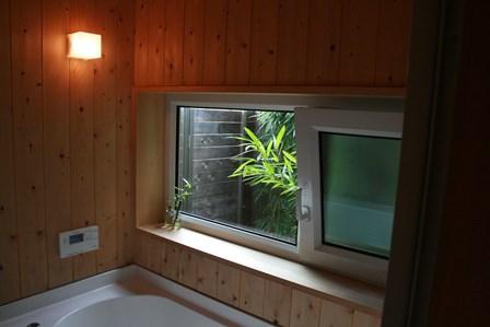 風呂の窓_a0263675_1765411.jpg