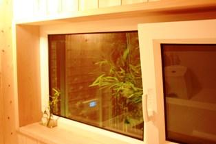風呂の窓_a0263675_23591950.jpg