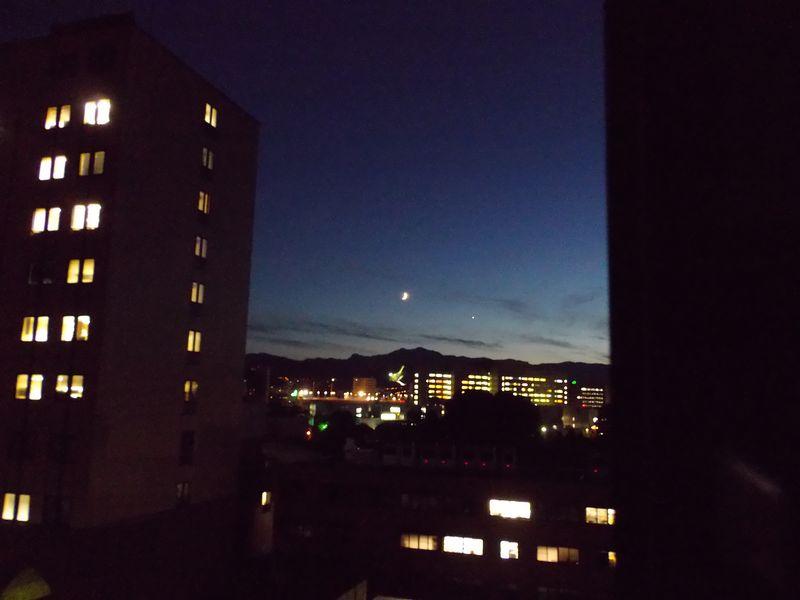 夕日の落ちた空で静かな天体ショー_c0025115_19141651.jpg