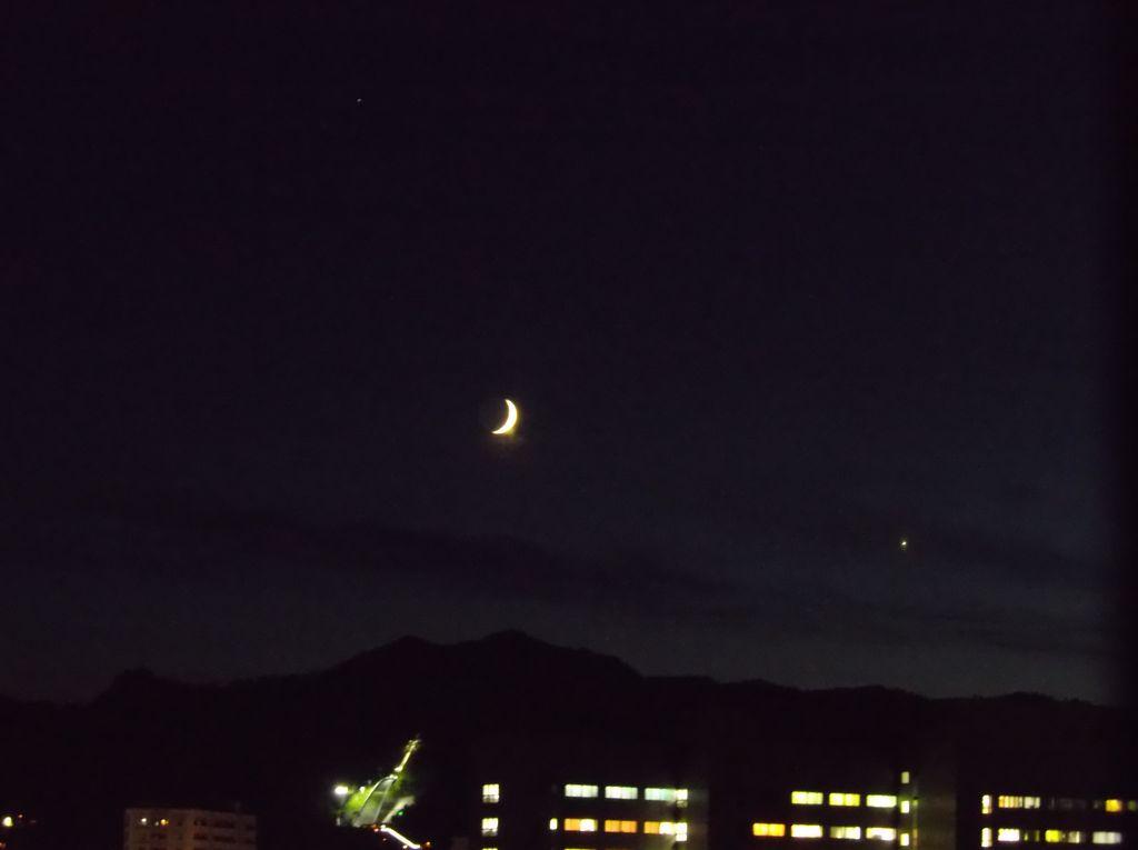 夕日の落ちた空で静かな天体ショー_c0025115_19145429.jpg