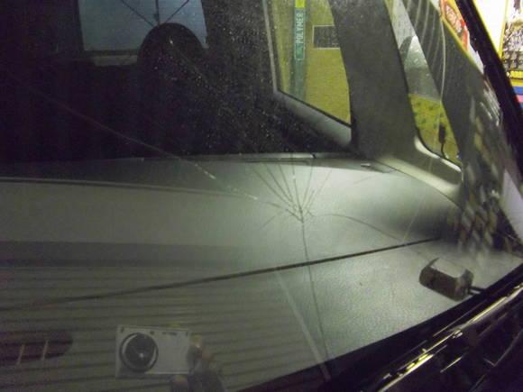 フロントガラス交換と飛び石対策フィルムの巻_a0197623_9253430.jpg