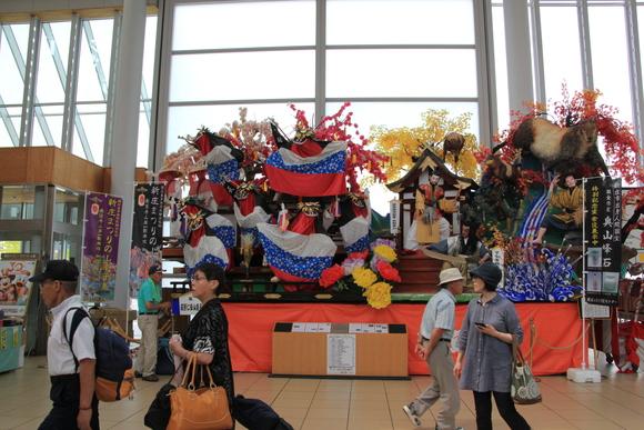 奥羽本線 新庄駅 到着!_d0202264_7371860.jpg