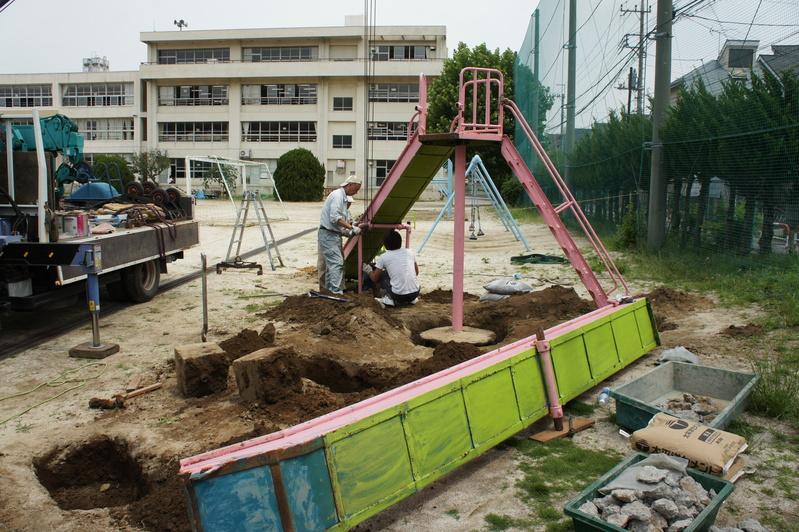 すべり台修繕工事in南部小学校 2013.6.18_e0223769_8281042.jpg