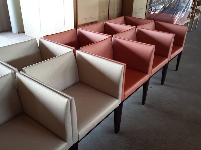 老人施設の椅子_f0192307_1437045.jpg