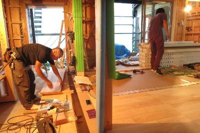 「繭玉の家」(塩尻市)・床板張り_c0116631_8103437.jpg