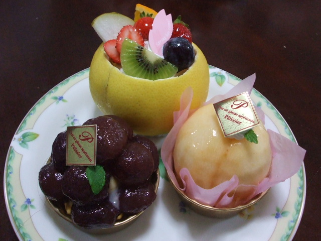フルーツまるごとケーキ_f0019498_2002413.jpg