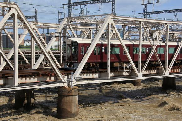 台風が過ぎ去った後の阪急電車_d0202264_20434260.jpg