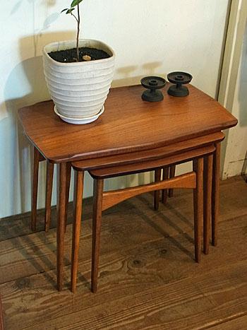 nesting table_c0139773_15502590.jpg
