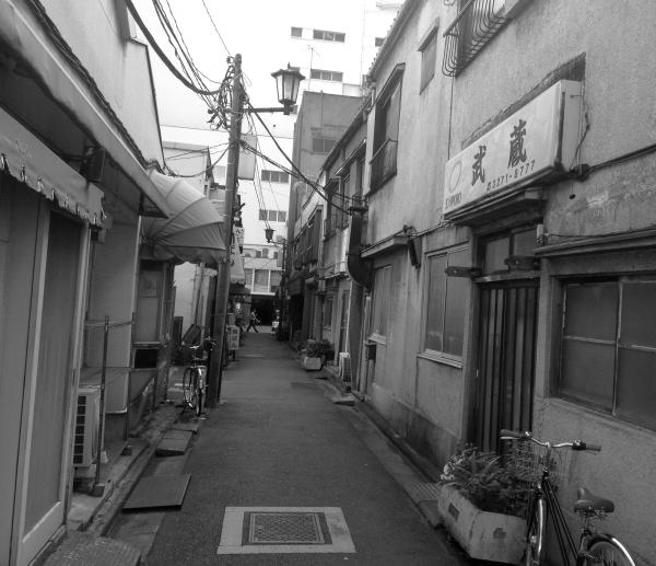 日本橋タカシマヤの横にも_a0163788_17342324.jpg