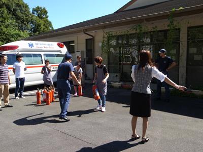 消防訓練を実施_a0154110_1124505.jpg