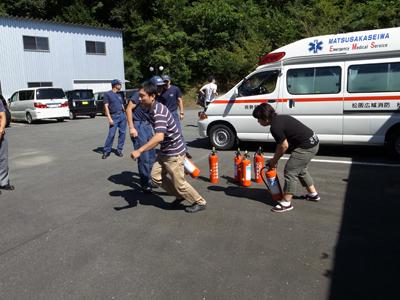 消防訓練を実施_a0154110_1125153.jpg